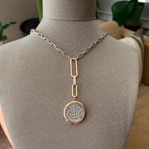NWOT medallion necklace